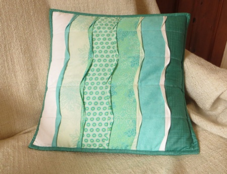 Wave cushion cover quilt kit (16 inch x 16 inch)